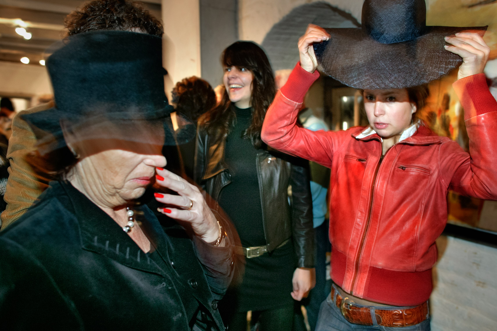 Vernissage with wannabees of different ages | Mike Harris Photography